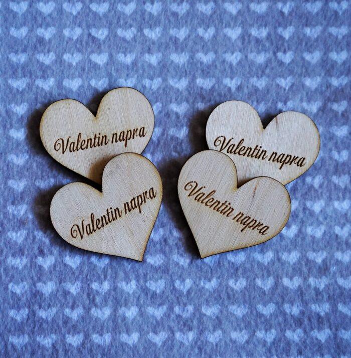 GeroniGombok - Fa Valentin napra feliratú szív (1db)